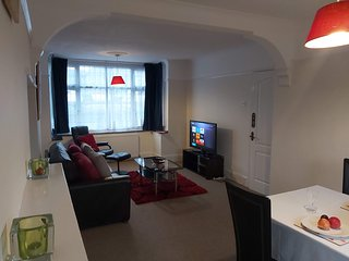 Mossbank Airport House - 5mins Luton Airport/Station