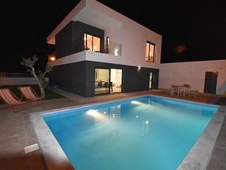 NEW VILLA WITH PRIVATE POOL near Setubal & Lisbon (salt) for 6 guests