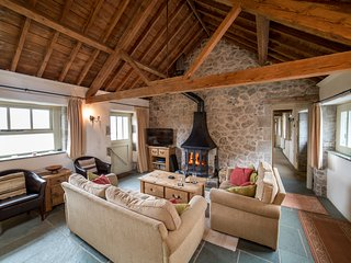 Beautiful Dartmoor Cottage.Level access,Woodburner,Pet friendly & Stunning views