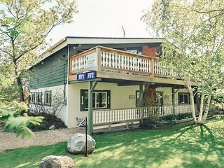 4 BEDROOM SWISS STYLE CHALET IN BLUE MOUNTAIN