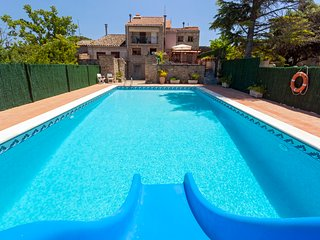 Private Pool Villa near Barcelona Sleeps 14/18