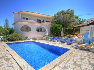 Vivenda a Cupula - Large 4 bedroom, 4 bathroom pool villa, near town centre