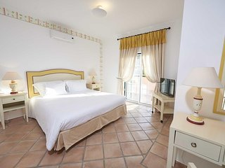 2 Bedroom Townhouse w/Pool Quinta do Lago(Breakfast included stays until May 22)
