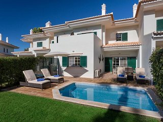 3 Bedroom Villa Quinta do Lago w/ Pool (Breakfast Included stays until May 22)