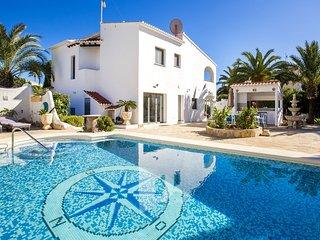 Villa El Barco - Villa with private pool and sea views close to the beach Calpe