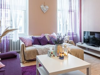 Incredibly well located two bedroom apartment for six guests by easyBNB