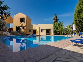 Group Accomodation, Heliopetra Studios And Houses