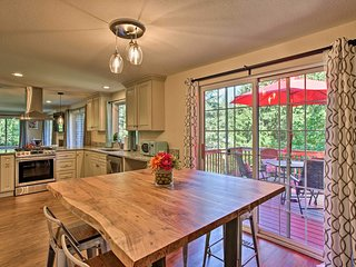 NEW! Issaquah Home w/ Deck ~2 Mi to Lake Sammamish