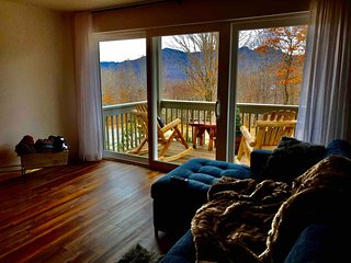 Modern, Grandfather Mtn View, Jetted Tub, Frplc, Self Check-in, Close to Slopes