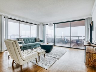 Lodgeur | Sunset views 2BR penthouse | Downtown