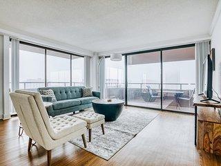 Lodgeur | Sunset views 2BR penthouse | Downtown