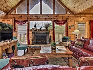 NEW! Cozy Mountain View Oasis w/ Private Hot Tub!
