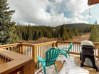 Beautiful home with outdoor deck, grill, jetted tub, amazing mountain views!