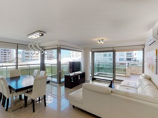 Family-friendly high-end condo w/city views, shared pool, tennis, & more!