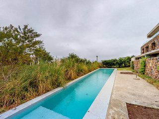 Spacious and sleek waterfront apt. w/shared pool, beach, ocean and city views