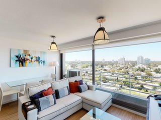Gorgeous and sleek downtown apt. w/city views, shared pool, dry sauna, gym