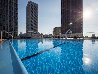 Accessible Midtown Suite | Free Breakfast, Gym, + Seasonal Outdoor Pool