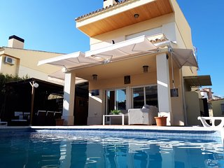 Villa Hoyo en Uno,  con piscina y chimenea en el mejor campo de golf de Granada