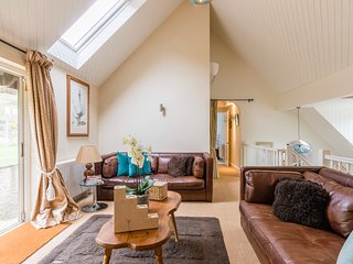 The Chairman's Retreat, Slad, The Cotswolds, Gloucestershire.  Space to relax.