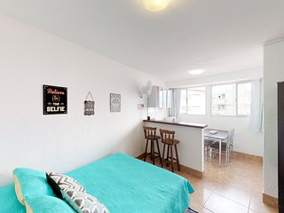 Convenient beachside studio apartment, close to local attractions and shops