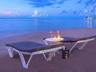 Sunspot Beachfront Villa - Pool - Staff - Love this place - 6BR