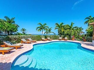 Sunspot Beachfront Villa - Pool - Staff - Love this place - 5BR