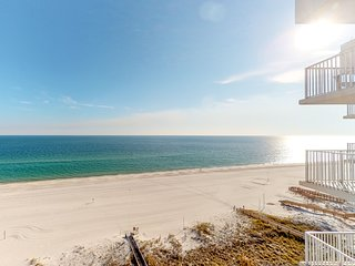 Waterfront condo w/ shared pools, hot tub, steam room, tennis!