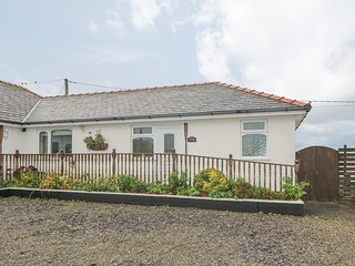 SEA SPRAY, WiFi, underfloor heating, decking with countryside views, Ref 966901
