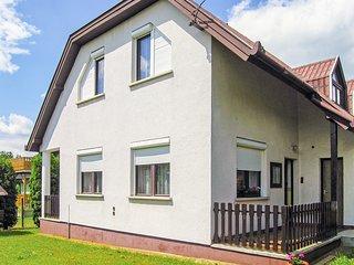 Stunning home in Vónyarcvashegy w/ 4 Bedrooms (UBN734)
