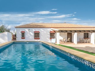 Beautiful home in Posadas w/ Outdoor swimming pool, WiFi and 4 Bedrooms