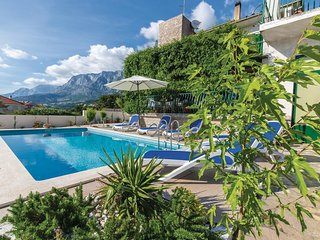 Amazing home in Makarska w/ WiFi and 6 Bedrooms (CDM799)