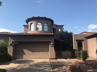 Beautiful Two Level Town Home! Two Master Suites! Community Pool & Hot Tub - Rio