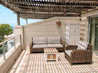 Vivi's Stylish & Central Apartment With Sea Views