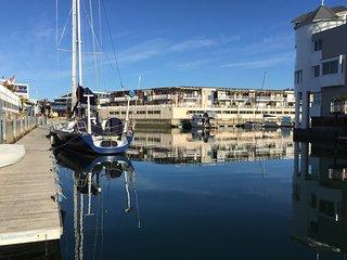 Sunny, Spacious Waterfront Villa - Knysna Quays