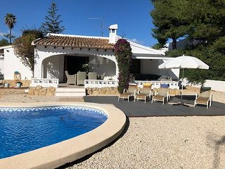 Casa Anita - charming 2 bed villa, private pool and garden, premier location