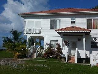 NICE BLOQUE HOUSE 2 BEDROOMS 1 BATH,WATER FRONTAGE