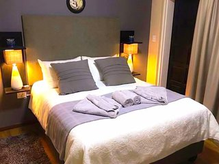 Stylish Room, Self Check-in & Private Entrance IV - Close to Airport