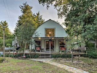 NEW! One-of-a-Kind Studio Cabin, 6 Miles to TAMU!