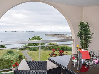 Amazing apartment in Saint Quay Portrieux with WiFi and 3 Bedrooms (FBC689)