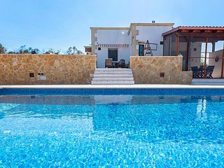 Spagnulo Villa Sleeps 6 with Pool Air Con and WiFi - 5819930