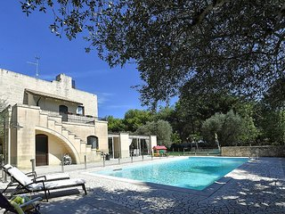 Zollino Villa Sleeps 6 with Pool and Air Con - 5819931