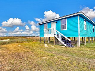 Newly-remodeled dog-friendly home w/free WiFi - close to the beach!
