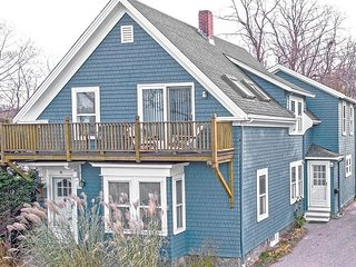 Helena House: European flair, close to Plum Cove Beach.