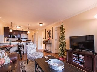 *Decorated For Christmas* Nest up in our updated 2 bed/ 2 bath Notch Estates
