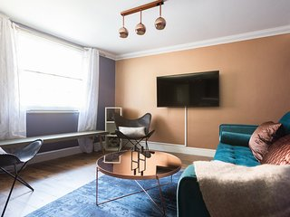 The Historic Gem - Sleek & Central 3BDR Maisonette