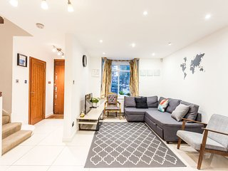 The Southwick Sanctuary - Large & Modern 6BDR Home with Private Terrace