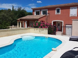 Villa climatisée au pied du Ventoux avec piscine chauffée et studio