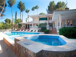 Charming Villa In The Exclusivity Of Son Vida
