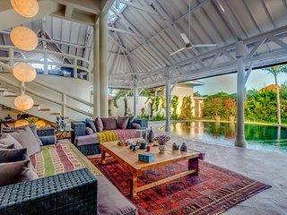 EXCEPTIONAL PROMO -50%, Magnificent Private Villa, 6 BR, Seminyak w/ staff