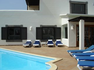 4 BEDROOM LUXURY DETACHED PRIVATE VILLA WITH OWN SWIMMING POOL & JACUZZI HOT TUB